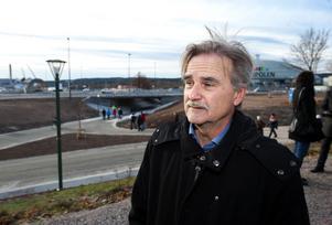 Anders Wiklund, miljö- och byggnadsnämndens ordförande, är nöjd med resultatet. Han anser att investeringen var nödvändig för att klara utbyggnaden av Norra backa handelsområde.
