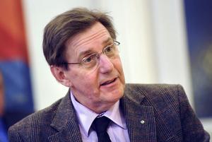 Björn Brink (c) Färila, ordförande i landstingsfullmäktige:1, Ja, men det har blivit lite naggat i kanten så att säga.2, Det är svårt att bedöma. Vi har fått uppmärksamhet kring vårt idéprogram, men en del inslag i det kan skada partiet.3, Vi kommer att enas som vi alltid har gjort: via diskussioner på partistämman. Det är ett givande och tagande.