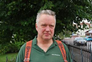 Skogsarbetaren Kjell Daniels i Leksand tycker det nya motorsågskörkortet främst ska gälla privatpersoner och inte yrkesverksamma.