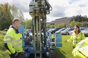 Fältgeohydrologen Bosse Fritz ska i veckan borra runt Gävle sjukhus för att undersöka hur stor och känslig vattentäkten är.