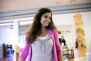 Carita Kamberovska har fått jobb på förskolan. Hon kan tala nio olika språk.