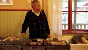 Håkan Johansson sålde inläggningar från Sjögodis. Inlagd sill och strömming hör julen till säger han.