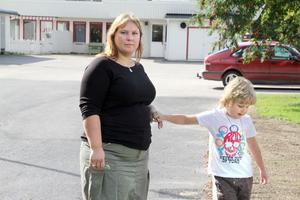 Sofia Rehn har själv gått i Öjestugans dagis i Edsbyn. Nu är det sonen Eddie som går där. Redan när hon var barn var det problem med in- och utfarten.