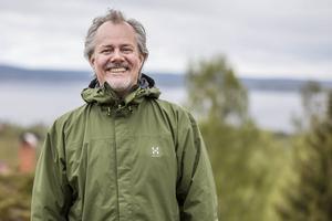Peter Isaksson är mannen bakom mässan och även arrangör. När DT träffar honom under lördagen är humöret på topp trots kylan och duggregnet.