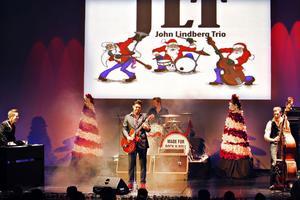 JLT:s julspecial. En show som det sprutar gnistor om.