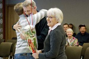 På torsdagen fick ett flertal av länets mjölkbönder ta emot utmärkelser för att ha levererat mjölk med jämn och hög kvalitet till mejerierna. Det var Milko som höll i arrangemanget på Stadsdel norr. Ulla och Tryggve Johansson från Korsmyrbränna i Häggenås har redan tilldelats den högsta utmärkelsen, Guldmedaljen, för att ha levererat klanderfri mjölk i 23 år. På torsdagen fick de ännu ett erkännande för att ha levererat mjölk med hög kvalitet sex år efter Guldmedaljen.