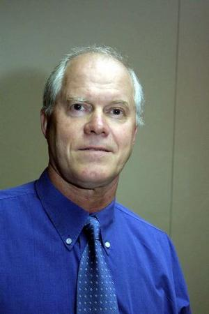 Hans-Åke Bergman är särskilt intresserad av ekonomiska och juridiska frågor. Till 2010 satt han också i kommunstyrelsen.