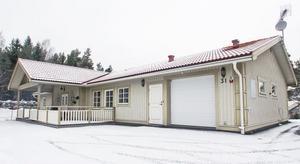 På Tomtebovägen 31 i Grundvik ligger den dyraste villan som såldes under förra året. Drygt 2,2 miljoner kronor fick köparen ge.