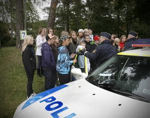 Polisen. En polispatrull deltog i mellanstadieelevernas miljö- och trafikdag för att informera om trafiksäkerhetsfrågor.