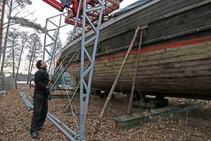Samuel Habtemaram var med närrenoveringen av pråmen Albert inleddes vid Skantzsjön i vintras.
