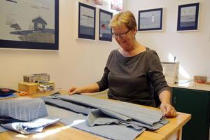 –Det här är mitt andningshål, jag går på lust när jag jobbar med mina tavlor och väskor, berättar Britta Nenzén, i Iggesund, som deltar i Öppen ateljé för första gången.