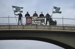 Nazistiska Nordiska motståndsrörelsen demonstrerar.