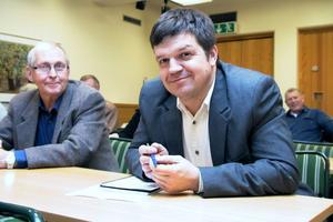 Kommunalrådet Hans Jonsson fick meddela de anhöriga beslutet, som togs efter tre timmars diskussion. Det gick inte att hålla pensionärer, anhöriga och personal på sträckbänken längre.