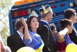 Monarkin verkade intakt under karnevalståget, även om det fanns inslag av intriger.