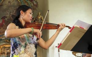 Lite övergivenhet, vemod och glädje, något på distans - så lät en glömd kärlek när den återgavs av Peijun Xus viola.