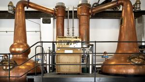 Destillationspannorna på Box whiskydestilleri, som ägs till viss del av företaget som nu ska etablera sig i Arboga.