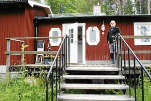 Torgny vid Östersunds Orienteringsklubbs klubbstuga. Platsen där han samma kväll som intervju görs arrangerar en träningstävling.