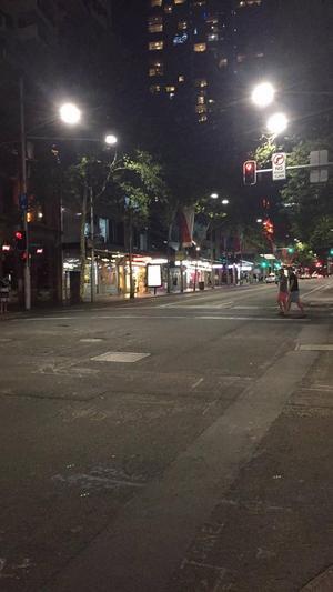Här brukar det vara fullt med trafik och fullt med folk hela dagarna och nätterna, skriver Carl Svedberg.