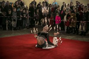 Guzalnur Ugqun visade upp ett fantastiskt framträdande med levande ljus som rekvisita.