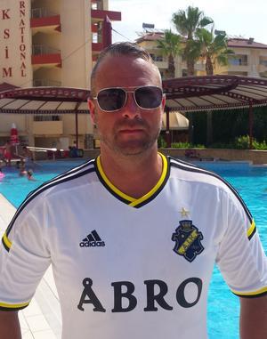 Sven Forsberg från Kilafors har fått uppmaningen från researrangören att stanna på hotellområdet.
