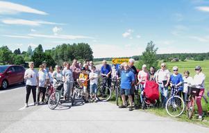 Invånarna i Jäderfors är upprörda över att den utlovade cykelvägen aldrig byggs. Trots att biltrafiken på Järbovägen ökat markant i takt med utbyggnaden av Kungsberget.