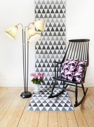 Repetition är vanligt i grafiska mönster, som i den här mattan ritad av Lina Johansson.
