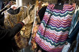 En genomgång av garderober och annat kan leda till att en befrias ifrån sådant som aldrig mer kommer att nyttjas. Saker som kan komma andra till användning. Foto: Claudio Bresciani / TT