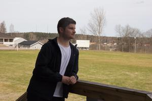 Johannes Skoglund blickar ut över Vargheden.