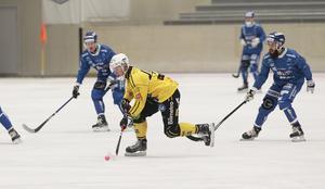 Rasmus Linder och Broberg fick slita hårt för dyrka upp ett tätt Motala, som dessutom kunde slå om i snabba spelvändningar.