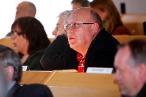 Thomas Hägg (S) pläderade för medlemskapet i Norrlandsförbundet och de internationella kontakterna och fick sin vilja igenom.