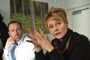Anders Blomberg, regionchef LRF Jämtland, till vänster och Anna-Karin, vd, under besöket på Grönt center i Ås där länets utmaningar för lantbruket  togs upp på torsdagen.