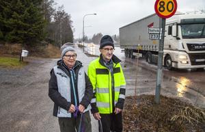 60 har blivit 80 km/tim utanför  Gunn och Lennart Berglunds hus i Älandsbro. Deras protester har inte hjälpt.