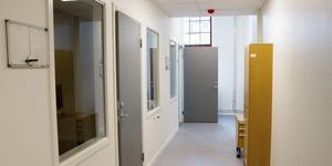 Många kontor är byggda på liknande sätt. Där personalen kan stänga om sig.  Vissa besöksrum till Arbetsförmedlingen kan bli överflödiga när deras organisation med att ta emot fysiska besök har minskat.