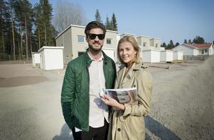 I slutet av maj flyttar Mikael Svensson och Terese Wahlberg in i ett nybyggt radhus i Lindbacka. Närheten till naturen och golfbanan lockade.
