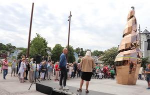 Mats Bigert och Helén Hedensjö vid invigningen, som lockade stor publik.