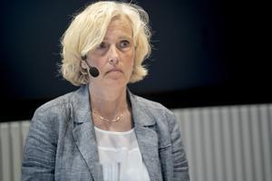 Anna Söderström, hälso- och sjukvårdsdirektör, är bekymrad att få äldre söker vård när de drabbas av andra sjukdomsbesvär av oro för coronasmittan. Nu lättare regionen på restriktionerna för att underlätta att personer över 70 får tillgång till vården.