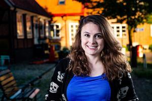Kanadensiska Brittany Zikman är den som visar sig ha rötter i Oviken, med förfäder som i flera generationer deltog i de svenska stormaktskrigen. Foto: SVT