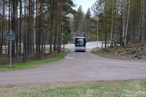 Bussen svänger in vid Gamla Staberg för fikapaus.