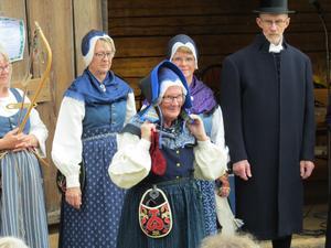 Olars Anita bär vinterdräkten med urvädersmössan. Foto: Walters Börje