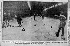 Efter invigningsceremonin blev det aktivt värre i Sundsvalls nyuppförda curlinghall. Medelpadsträffen hade många aktiva. Som synes var det full rulle redan från början. ST 9 november 1968.