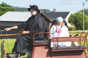 En djävul och ängel deltog också i loppet.                           Foto:  Stefan Forsberg