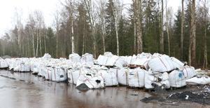 Ett åkeri med bas i Örebro levererade sammanlagt 800 ton svart massa till en fastighet utanför Örebro. Det var inte klassat som farligt gods av batteriåtervinningsföretaget Urecycle i Karlskoga.