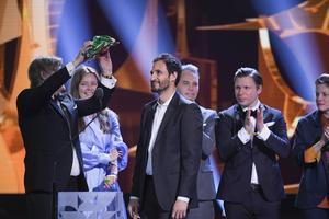 Producenterna Nina Bisgaard, Piodor Gustafsson och Petra Jönsson  tar emot priset för bästa filmen Gräns vid Guldbaggegalan 2019 på Cirkus.