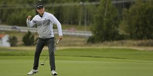 Oliver Gillberg är ett stort golflöfte, som blev proffs för något år sedan och har hunnit med ett par fina vinster redan. Lillebrorsan Filip är vass forward i Lillåns innebandylag.