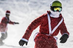 Snön yr om tomtelaget med Kim Håkansson i spetsen.