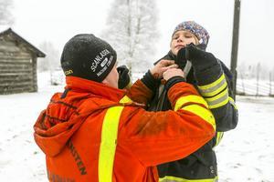 Mathilda Grafström förbereder sig för brandsläckning ...