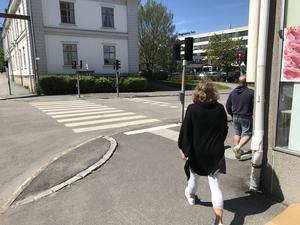 Kommunen undersöker nu också möjligheten att förbättra trafiksituationen i korsningen vid infarten till Regionen.