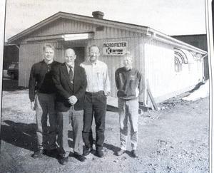 ÖA 13 april 1994. Här ses fyra av de fem anställda: Stefan Ström, vd Leif Lundberg, delägaren Hans-Gösta Hedström och Hans Åström som rekryterats från Domsjö fabriker.