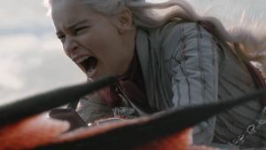 Emilia Clarke som Daenerys Targaryen är en av seriens hjältar fram till att hon mördar en hel stad.  Foto: Helen Sloan/HBO via AP