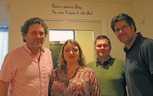 Hlins hus. Från vänster Lasse Ulfvensjö, Caroline Ulfvensjö, Per-Åke Sörman, kommunalråd Örebro, med huvudansvar för programnämnd social välfärd och Tommy Bagari.